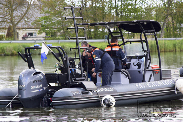 Scheepvaartolitie speurt kanaal Roeselare-Leie af met de High-Definition Sonar op zoek naar spoor van verdwijningszaak uit 2000.